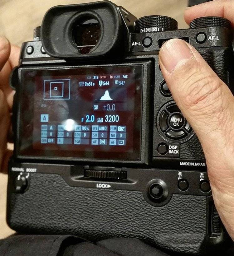 Fuji-X-T2-with-battery-grip